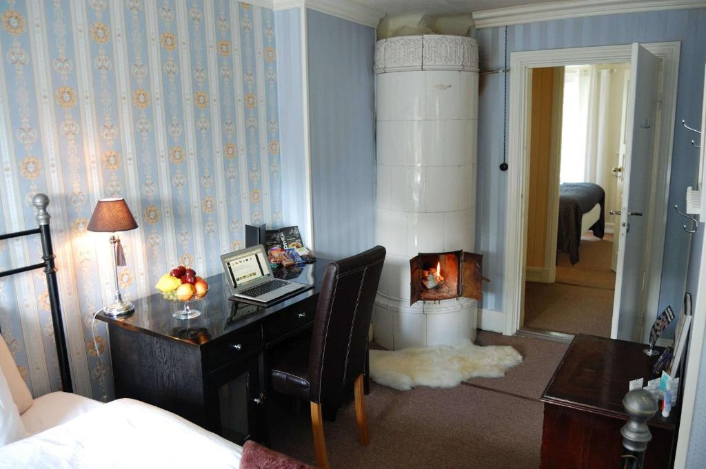 Room picture with tiled stove
